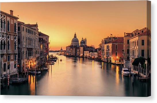 Historic House Canvas Print - Dawn On Venice by Eric Zhang