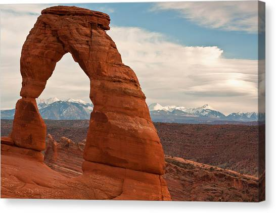 Delicate Arch And The La Sal Mountains Canvas Print
