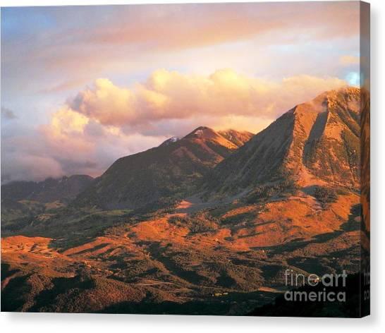 Descending To Splendor  Canvas Print
