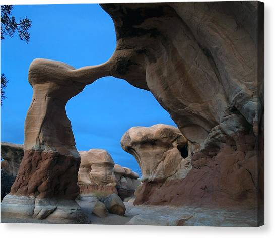Devil's Garden Metate Arch 004 Canvas Print