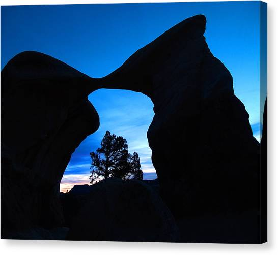 Devil's Garden Metate Arch 011 Canvas Print