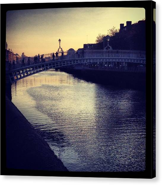 Dusk Haypenny Bridge Dublin Canvas Print by Maeve O Connell
