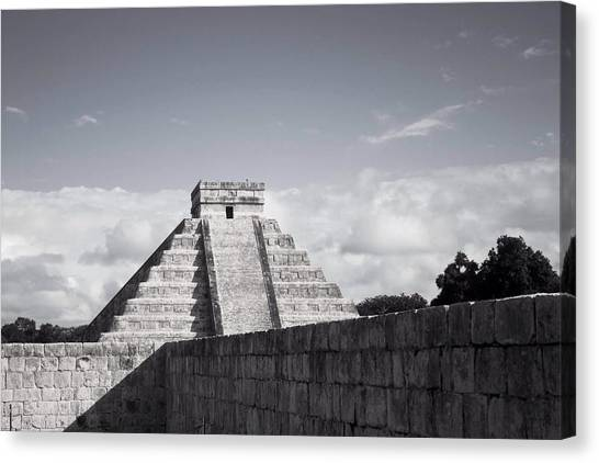 El Castillo Canvas Print by Richie Stewart