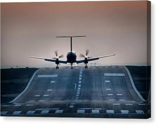 Embraer 120-er Canvas Print