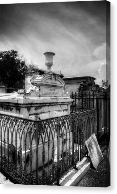 Empty Urn In Black And White Canvas Print