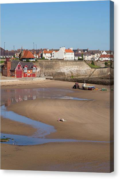 England, Tyne And Wear, Cullercoats Canvas Print