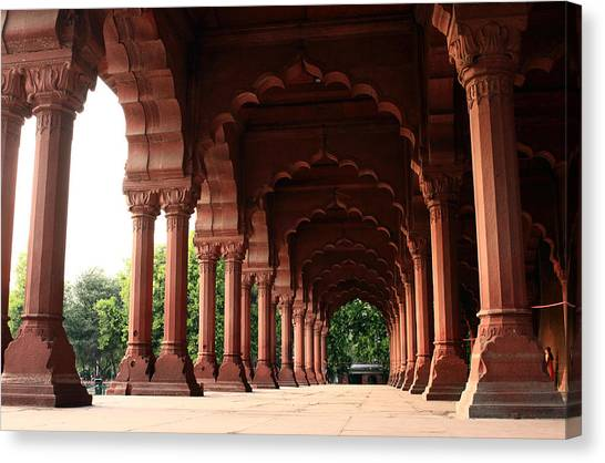 Engrailed Arches, Red Fort, New Delhi Canvas Print