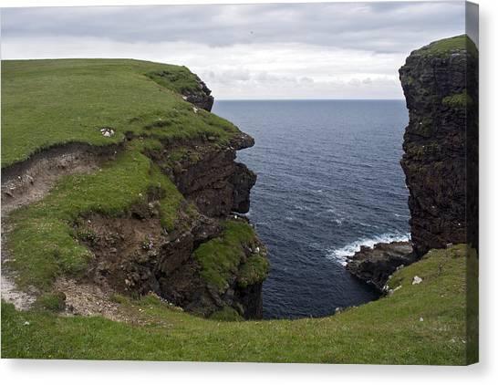 Eshaness Cliffs Canvas Print by Steve Watson