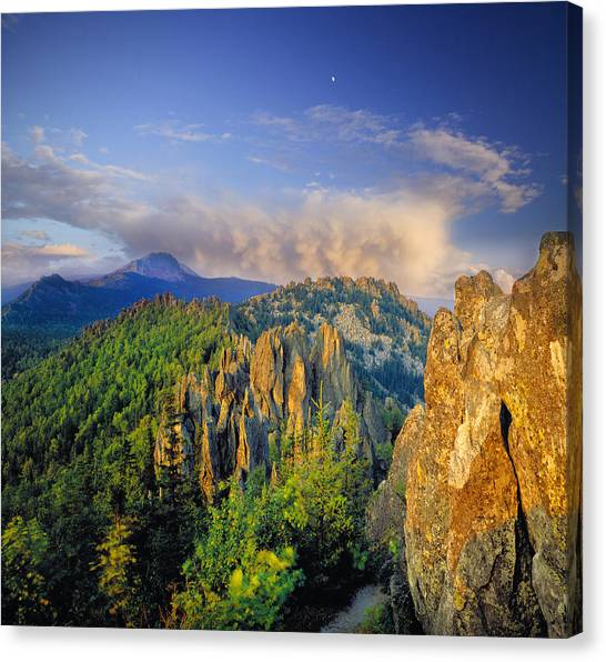 Evening Light In The Mountains Canvas Print