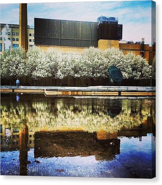 Syracuse University Canvas Print - Everson Museum Of Art Fountain by Whitney Wagner