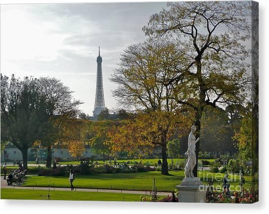 Eye Full In Jardin De Tuileries Canvas Print