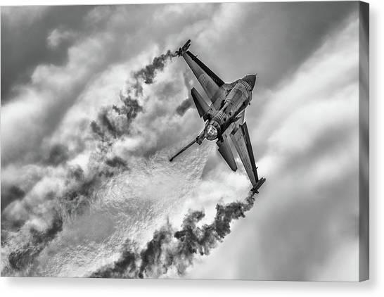 F-16 Solo Turk... Canvas Print by Rafa? Czernia