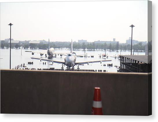 Flooding Of The Airport In Bangkok Thailand - 01136 Canvas Print by DC Photographer