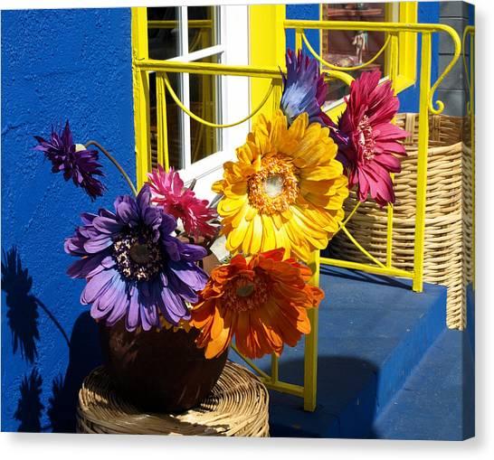 Flores Colores Canvas Print