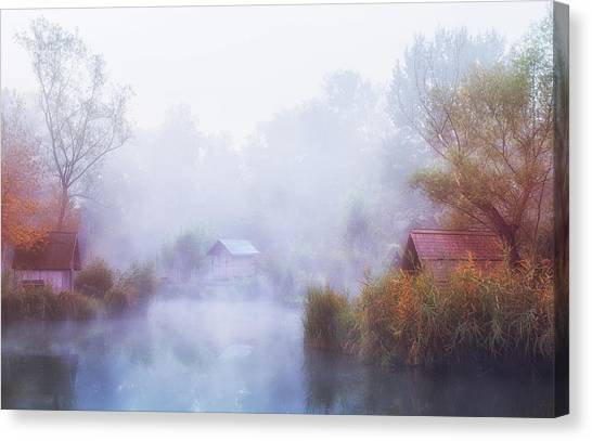 Foggy Mornings On The Lake Canvas Print by Leicher Oliver