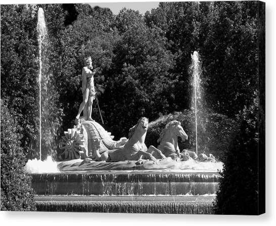 Fontana De Neptune - Madrid Canvas Print by Jacqueline M Lewis
