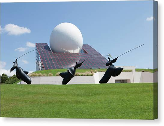 Futuroscope Pavillon And Statues Canvas Print by Pascal Goetgheluck/science Photo Library