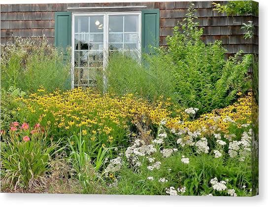 Canvas Print featuring the photograph Gardens At The Good Earth Market by Kim Bemis