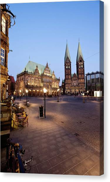 Germany, Bremen,  View Of Town Hall At Canvas Print by Westend61