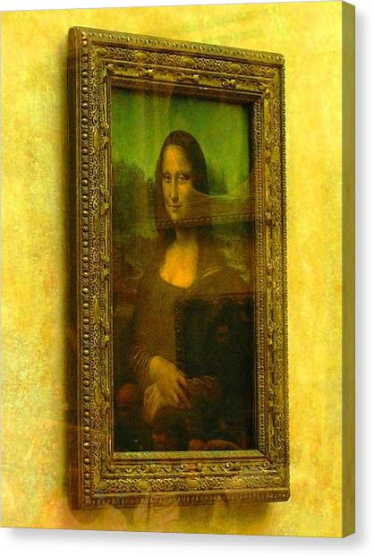 Glance At Mona Lisa Canvas Print
