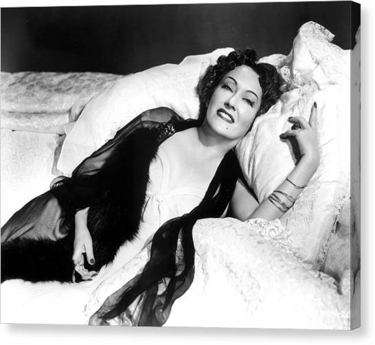 Gloria Swanson In Sunset Blvd.  Canvas Print by Silver Screen