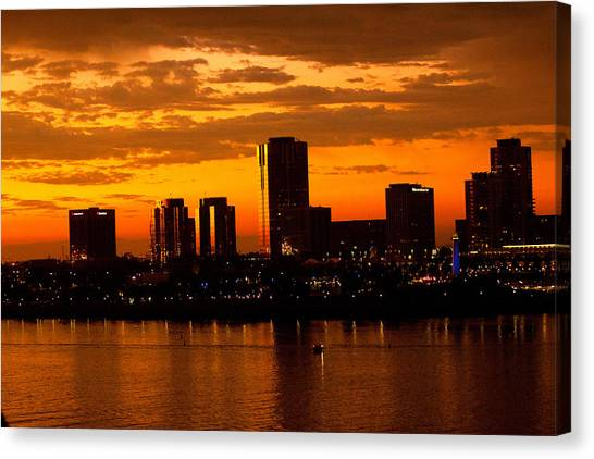 Golden Skys Cloak The Long Beach Skyline Canvas Print