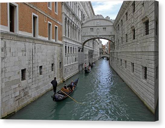 Gondolas Under Bridge Of Sighs Canvas Print