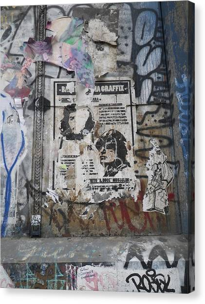 Graffiti In New York City Che Guevara Mussolini  Canvas Print