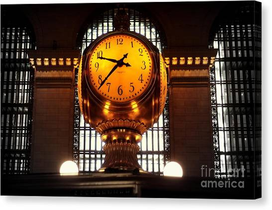 Grand Old Clock At Grand Central Station - Front Canvas Print