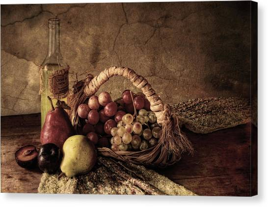 Basket Canvas Print - Grapes by Silvia Simonato