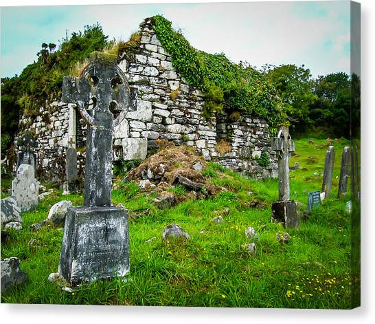 Graveyard And Church Ruins On Ireland's Mizen Peninsula Canvas Print