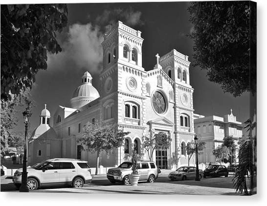 Guayama Church And Plaza B W 1 Canvas Print