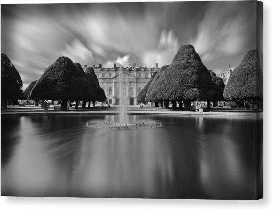 Hampton Court Palace Canvas Print