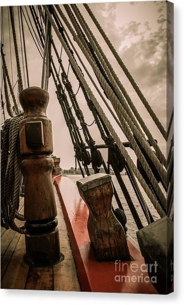 Hms Bounty Starboard To Bow I Canvas Print