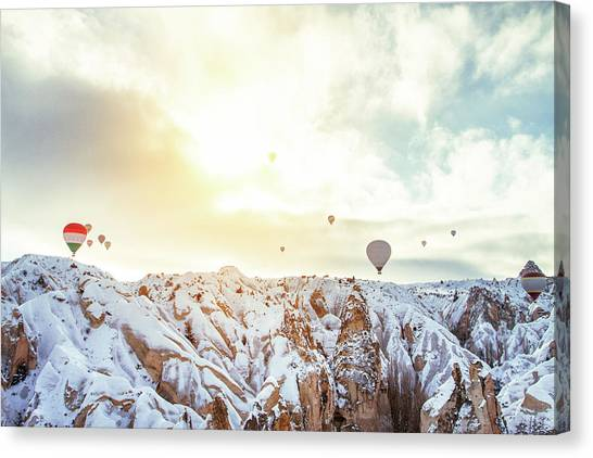 Hot Balloon In The Morning Canvas Print by Shan.shihan