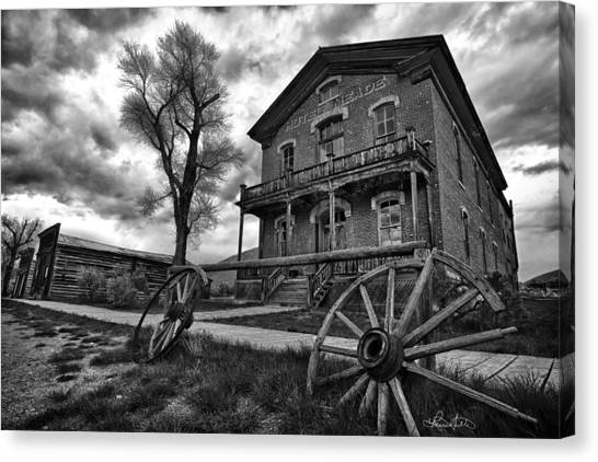 Hotel Meade - Black And White Canvas Print