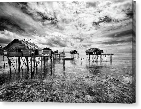 Houses  Of  The  Bajau Canvas Print by Andreas Kosasih
