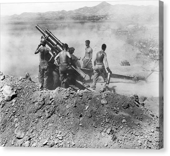 Teamwork Canvas Print - Howitzer Shelling In Korea by Underwood Archives