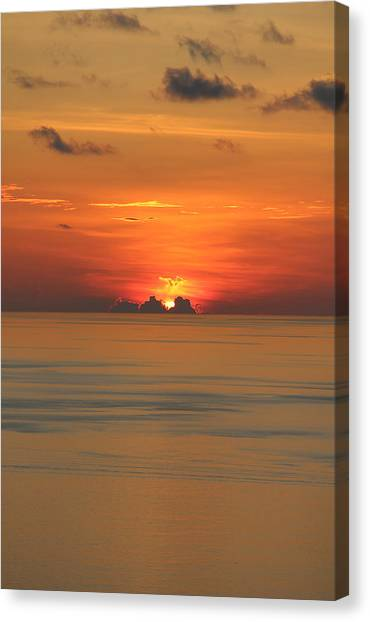 Canvas Print featuring the photograph Indian Ocean Sunset  by Debbie Cundy