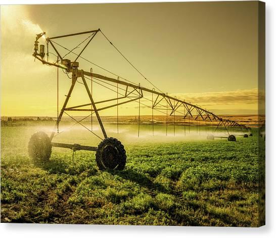 Irrigator Machine At Palouse Canvas Print by Chinaface