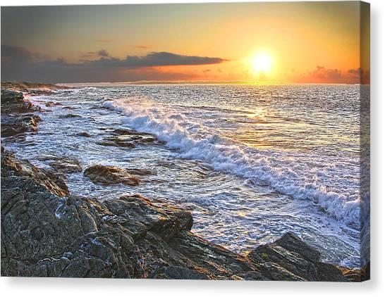 Jamestown Surf At First Light Canvas Print by Richard Trahan