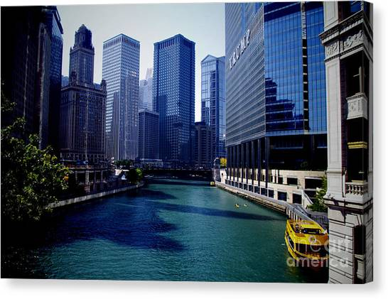 Kayaks On The Chicago River Canvas Print