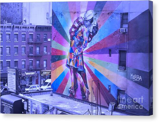 Kissing In Nyc Canvas Print