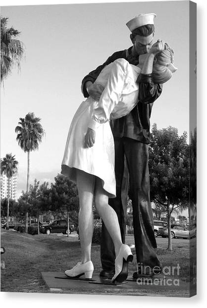Canvas Print - Kissing Sailor And Nurse by Christiane Schulze Art And Photography