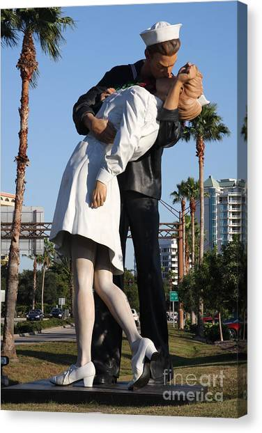 Canvas Print - Kissing Sailor - The Kiss - Sarasota by Christiane Schulze Art And Photography