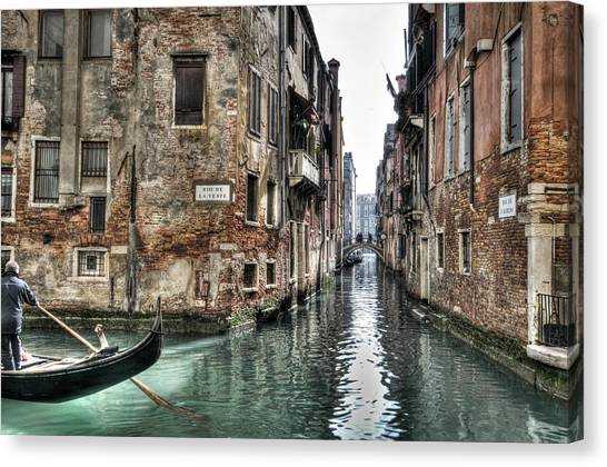La Veste In Venice Canvas Print