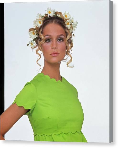Suga Canvas Print - Laura Hutton Wearing A Daisy Wreath by Gianni Penati