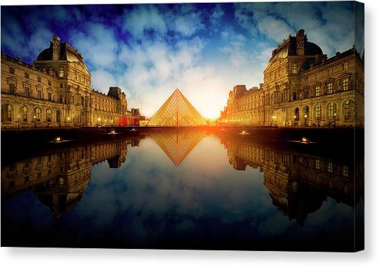 The Louvre Canvas Print - Le Louvre by Massimo Cuomo