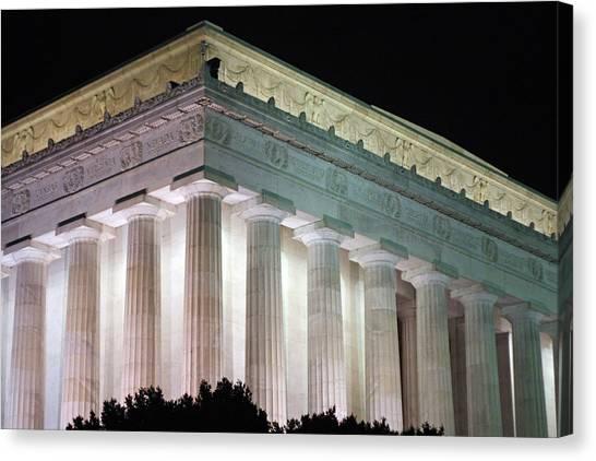 Lincoln Memorial At Night Canvas Print