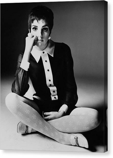 Liza Minnelli Wearing A Joan Arkin Dress Canvas Print